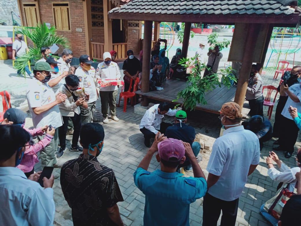 Penanaman pohon oleh Bapak Wakil Walikota Jogjakarta Heroe Poerwadi di Kampung Panca Tertib Mrican Kelurahan Giwangan