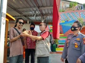 Monitoring Tim Gugus Covid-19 Kecamatan Umbulharjo di tempat wisata Bendung Lepen Mrican Kelurahan Giwangan